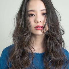 パーマ 外国人風 ロング ナチュラル ヘアスタイルや髪型の写真・画像