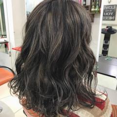 暗髪 セミロング 外国人風 グレージュ ヘアスタイルや髪型の写真・画像
