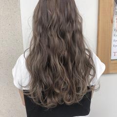 グレージュ ハイライト 外国人風 コンサバ ヘアスタイルや髪型の写真・画像