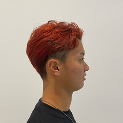 絶壁カバー ストリート アップバング レッドカラー ヘアスタイルや髪型の写真・画像