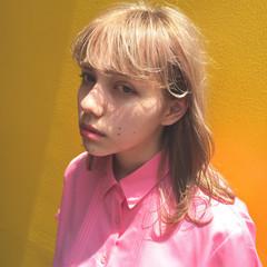 ハイトーン アッシュ ミディアム ハイライト ヘアスタイルや髪型の写真・画像