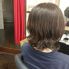 アッシュグレージュ パーマ ミディアム 毛先パーマ ヘアスタイルや髪型の写真・画像