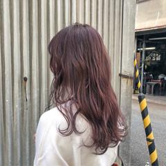 ウェーブ デート ピンク ガーリー ヘアスタイルや髪型の写真・画像