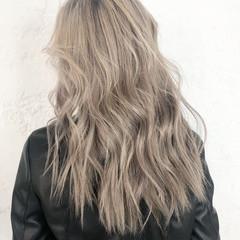 バレイヤージュ ロング ブリーチ ベージュ ヘアスタイルや髪型の写真・画像