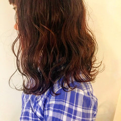 レッド ロング ピンク 波ウェーブ ヘアスタイルや髪型の写真・画像