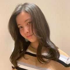 ナチュラル オフィス ミルクグレージュ かわいい ヘアスタイルや髪型の写真・画像