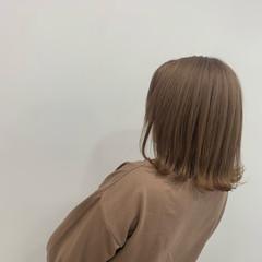 ボブ 切りっぱなしボブ フェミニン ブリーチ ヘアスタイルや髪型の写真・画像