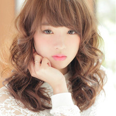 かわいい ガーリー セミロング 前髪あり ヘアスタイルや髪型の写真・画像