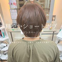 ベージュ ショートヘア ナチュラル イメチェン ヘアスタイルや髪型の写真・画像