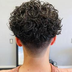 スキンフェード スパイラルパーマ ショート パーマ ヘアスタイルや髪型の写真・画像