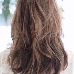 ナチュラル ハイライト 極細ハイライト セミロング ヘアスタイルや髪型の写真・画像