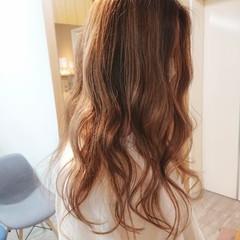 ブリーチ ロング イルミナカラー ストリート ヘアスタイルや髪型の写真・画像