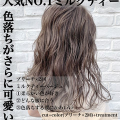 ナチュラル ハイトーンカラー ミルクティーグレージュ ハイトーン ヘアスタイルや髪型の写真・画像