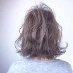 外国人風 ミディアム フェミニン ウェーブ ヘアスタイルや髪型の写真・画像