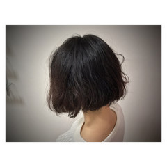 オフィス 黒髪 リラックス パーマ ヘアスタイルや髪型の写真・画像