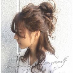 大人女子 くせ毛風 ハーフアップ セミロング ヘアスタイルや髪型の写真・画像