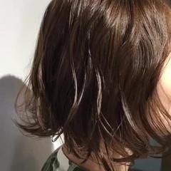 アッシュグレージュ ナチュラル マットグレージュ 切りっぱなしボブ ヘアスタイルや髪型の写真・画像