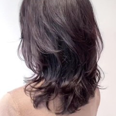 セミロング かき上げ前髪 外国人風 レイヤー ヘアスタイルや髪型の写真・画像