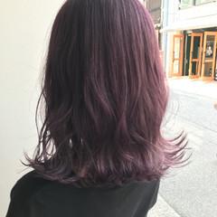 ミディアム ピンク ハイトーン ナチュラル ヘアスタイルや髪型の写真・画像