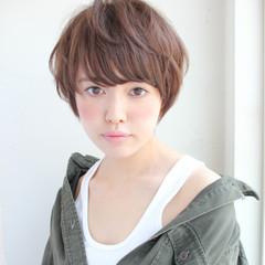 斜め前髪 色気 フェミニン アッシュ ヘアスタイルや髪型の写真・画像