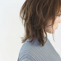 ベージュ レイヤーカット ウルフカット ミディアムレイヤー ヘアスタイルや髪型の写真・画像