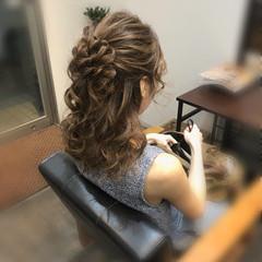 ねじり セミロング ヘアセット フェミニン ヘアスタイルや髪型の写真・画像