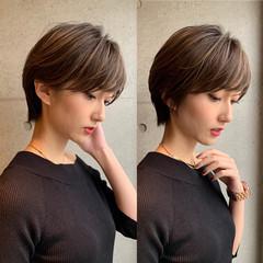 ショートヘア インナーカラー ミニボブ 切りっぱなしボブ ヘアスタイルや髪型の写真・画像