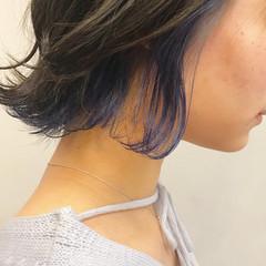 デート インナーカラー ブルー ボブ ヘアスタイルや髪型の写真・画像