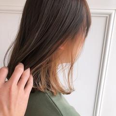インナーカラー ミルクティーベージュ ボブ 外ハネボブ ヘアスタイルや髪型の写真・画像