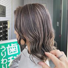 3Dハイライト ミルクティーグレージュ 大人ハイライト ミルクティーベージュ ヘアスタイルや髪型の写真・画像