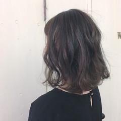 ボブ ローライト オリーブアッシュ マット ヘアスタイルや髪型の写真・画像