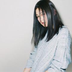 ストレート 暗髪 ブルージュ センターパート ヘアスタイルや髪型の写真・画像