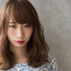 外国人風 フェミニン ミディアム リラックス ヘアスタイルや髪型の写真・画像
