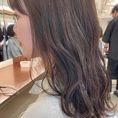 セミロング フェミニン ヌーディベージュ 大人ハイライト ヘアスタイルや髪型の写真・画像