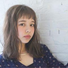 ワイドバング アッシュ セミロング ピュア ヘアスタイルや髪型の写真・画像