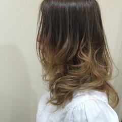 グラデーションカラー ゆるふわ ストリート アッシュ ヘアスタイルや髪型の写真・画像