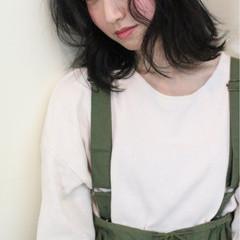 大人かわいい アウトドア ゆるふわ ミディアム ヘアスタイルや髪型の写真・画像