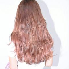 くすみカラー 透明感 かわいい くせ毛風 ヘアスタイルや髪型の写真・画像