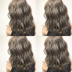 外国人風 セミロング ハイライト 波ウェーブ ヘアスタイルや髪型の写真・画像