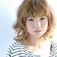ガーリー 重めバング カール 丸顔 ヘアスタイルや髪型の写真・画像