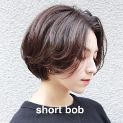 ショートヘア グレージュ ミニボブ ナチュラル ヘアスタイルや髪型の写真・画像