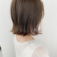 デジタルパーマ アンニュイほつれヘア 切りっぱなしボブ グレージュ ヘアスタイルや髪型の写真・画像
