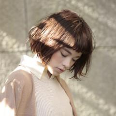 ショートバング ガーリー 外ハネ ニュアンス ヘアスタイルや髪型の写真・画像