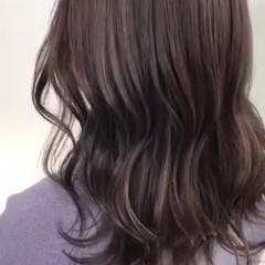 セミロング フェミニン グレージュ ハイライト ヘアスタイルや髪型の写真・画像