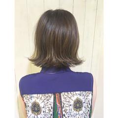 くせ毛風 グラデーションカラー 波ウェーブ 外ハネ ヘアスタイルや髪型の写真・画像