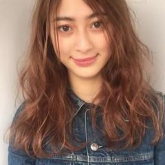 前髪あり パーマ ナチュラル フリンジバング ヘアスタイルや髪型の写真・画像