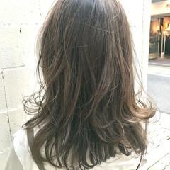 透明感カラー ミルクティーベージュ ナチュラル 無造作パーマ ヘアスタイルや髪型の写真・画像