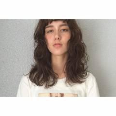 センターパート パンク ミディアム ウェットヘア ヘアスタイルや髪型の写真・画像