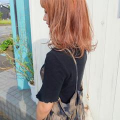オレンジカラー ロング アプリコットオレンジ オレンジベージュ ヘアスタイルや髪型の写真・画像
