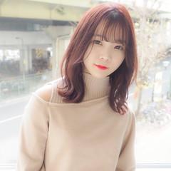 ミディアム レイヤーカット ピンクベージュ レイヤー ヘアスタイルや髪型の写真・画像